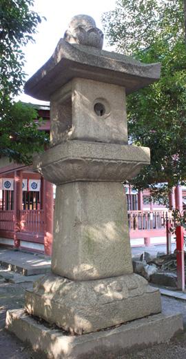 弥五郎殿社石燈籠